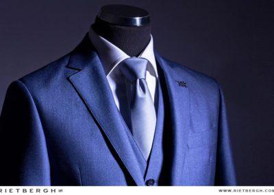 Een blauw trouwpak van Rietbergh