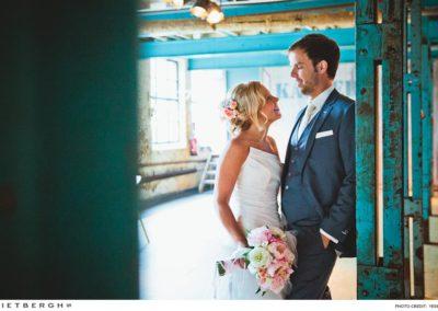Niels in een blauw trouwpak van Rietbergh