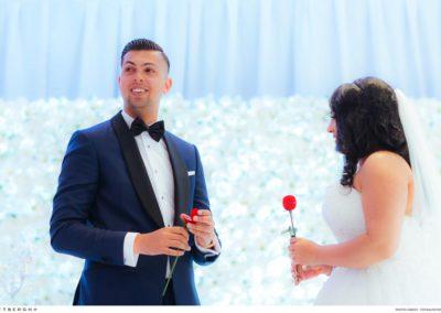 Raijiv in een blauw trouwpak van Rietbergh