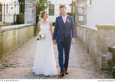 Tim in een blauw trouwpak van Rietbergh
