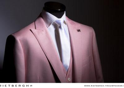 Een roze trouwpak van Rietbergh